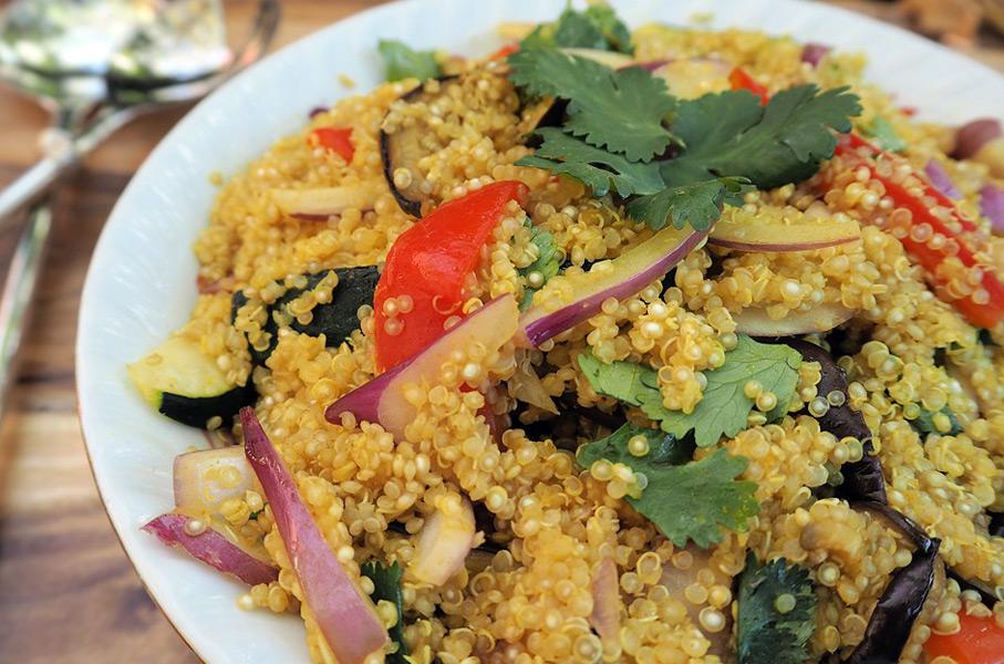 Quinoa Salat: Kraftnahrung aus den peruanischen Anden.